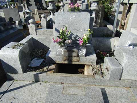 お墓の中に散骨