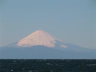 海から見える富士山
