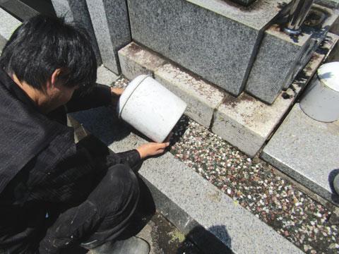 骨壺の水抜き
