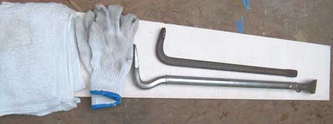 お墓の蓋を開ける道具