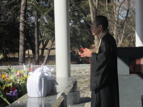 八柱霊園-合葬墓-礼拝
