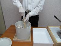 手作業-粉骨